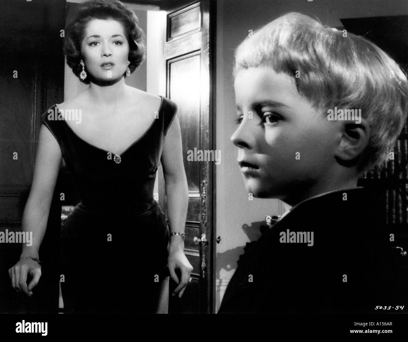 The Village Of The Damned Year 1960 Director Wolf Rilla Barbara Shelley Based upon John Wyndham s book - Stock Image