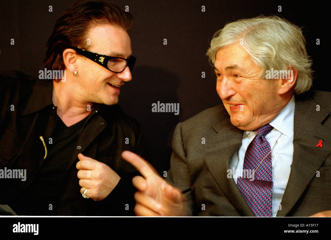 Bono from the rock band U2 speaks with the President of the World Bank James D Wolfensohn at a press conference - Stock Image