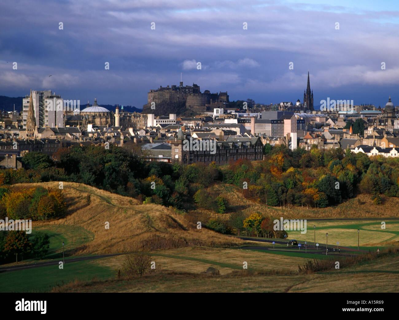 dh  HOLYROOD PARK EDINBURGH Edinburgh Castle city skyline Stock Photo
