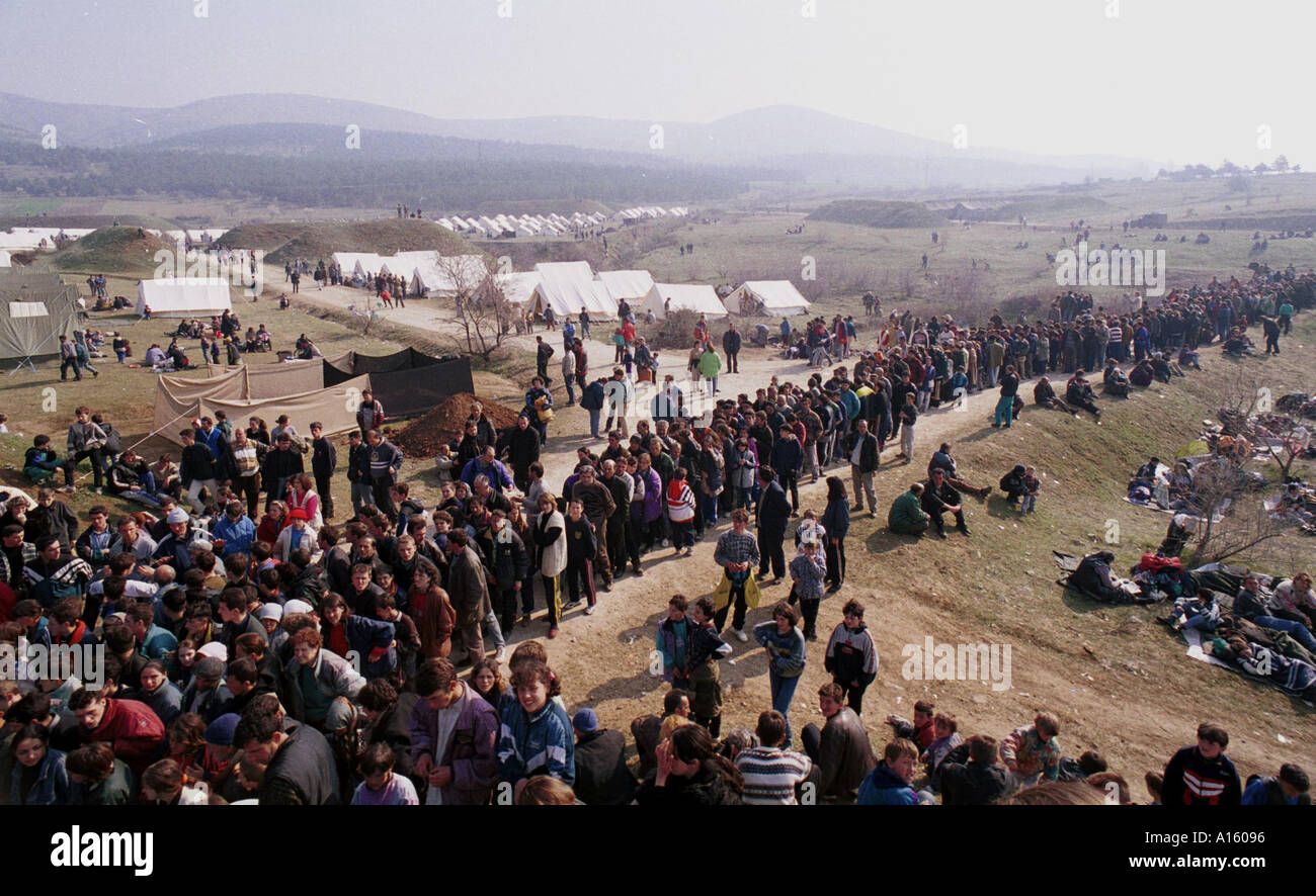 Ethnic Albanian refugees from Kosovo wait to receive food at a camp set up by French and English military from NATO Stock Photo