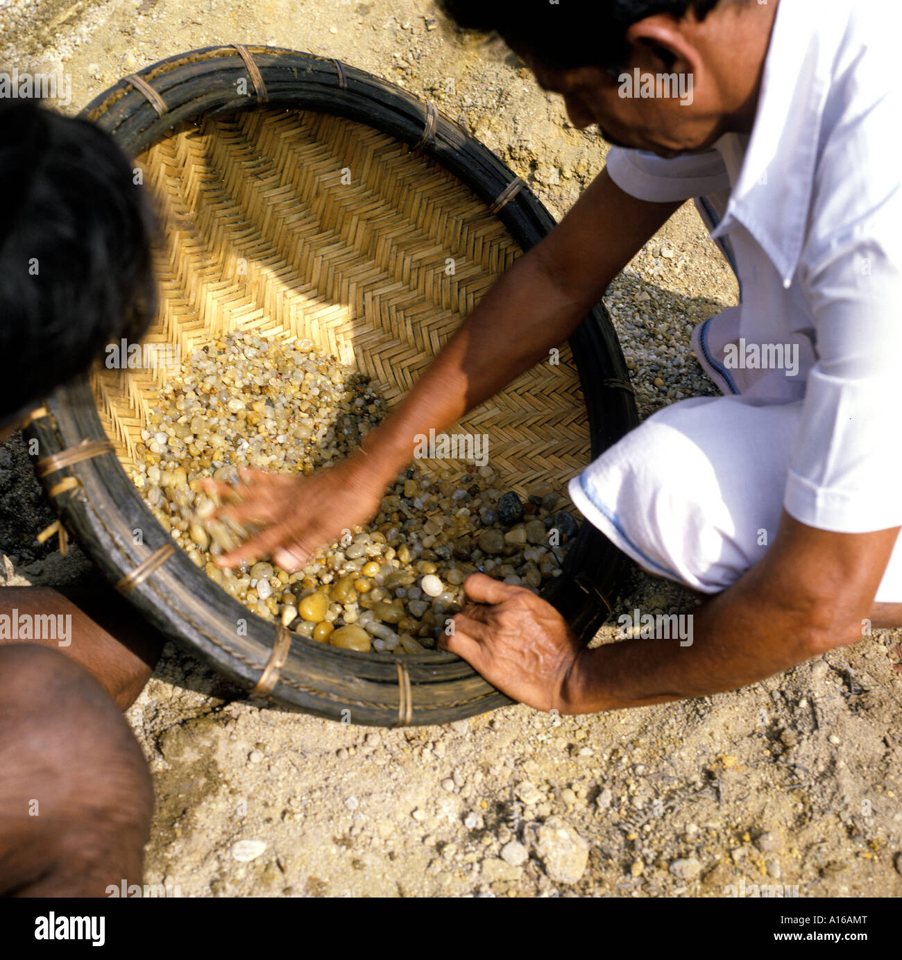 download workers lanka sri gemstone stone work sapphire area of in mining mine stock men image ratnapura