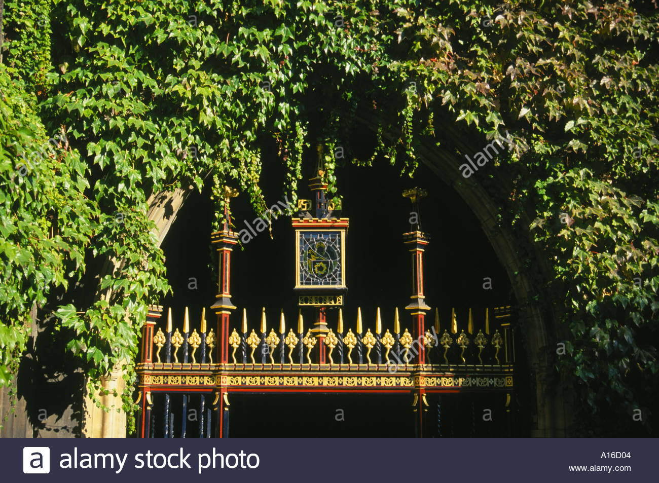 Dean's Yard, near West Door of Westminster Abbey, Westminster, London, England, UK - Stock Image