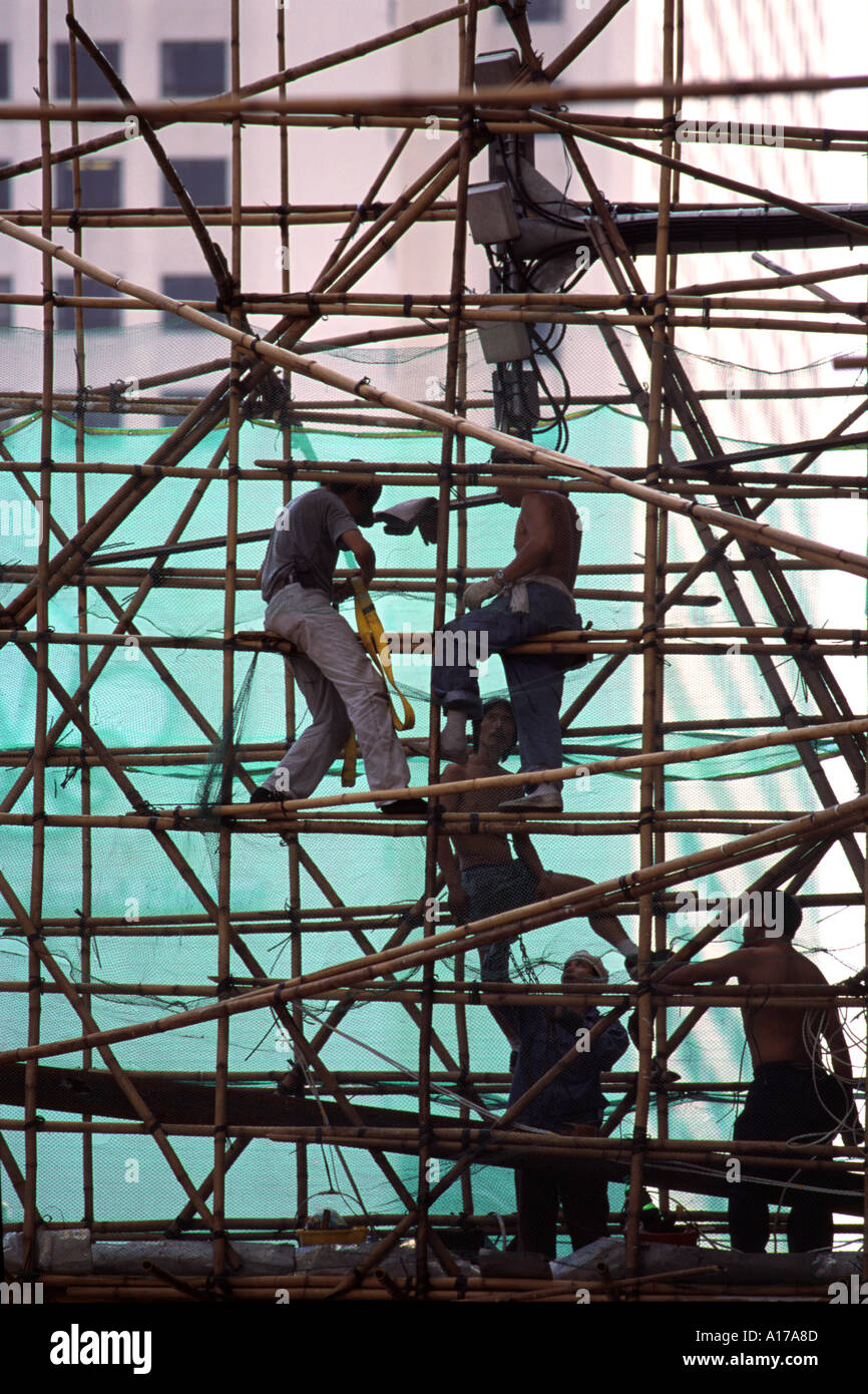 Men working on a bamboo scaffolding in Hong Kong - Stock Image