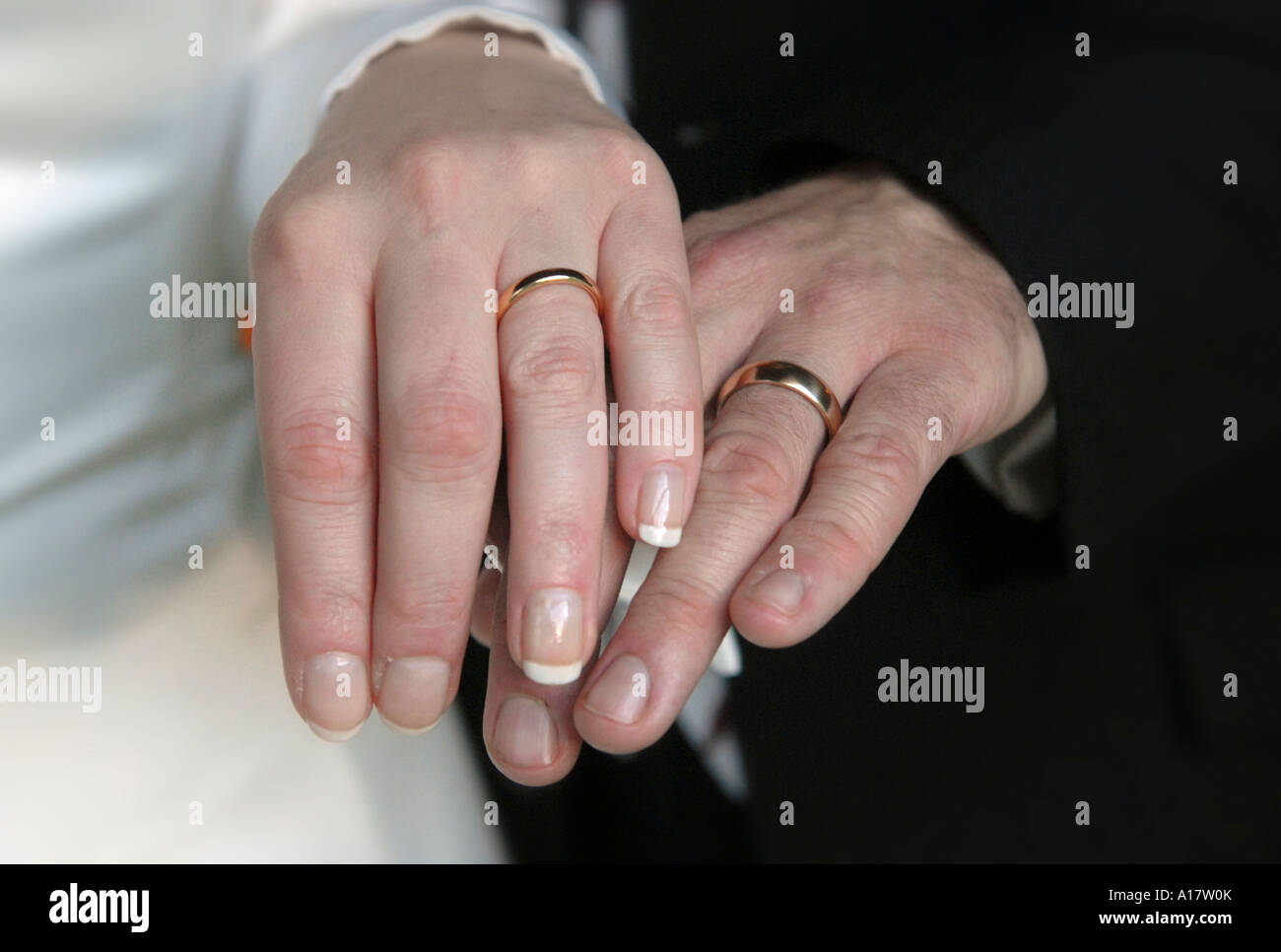 A couple s hands wearing wedding rings Stock Photo: 10172178 - Alamy