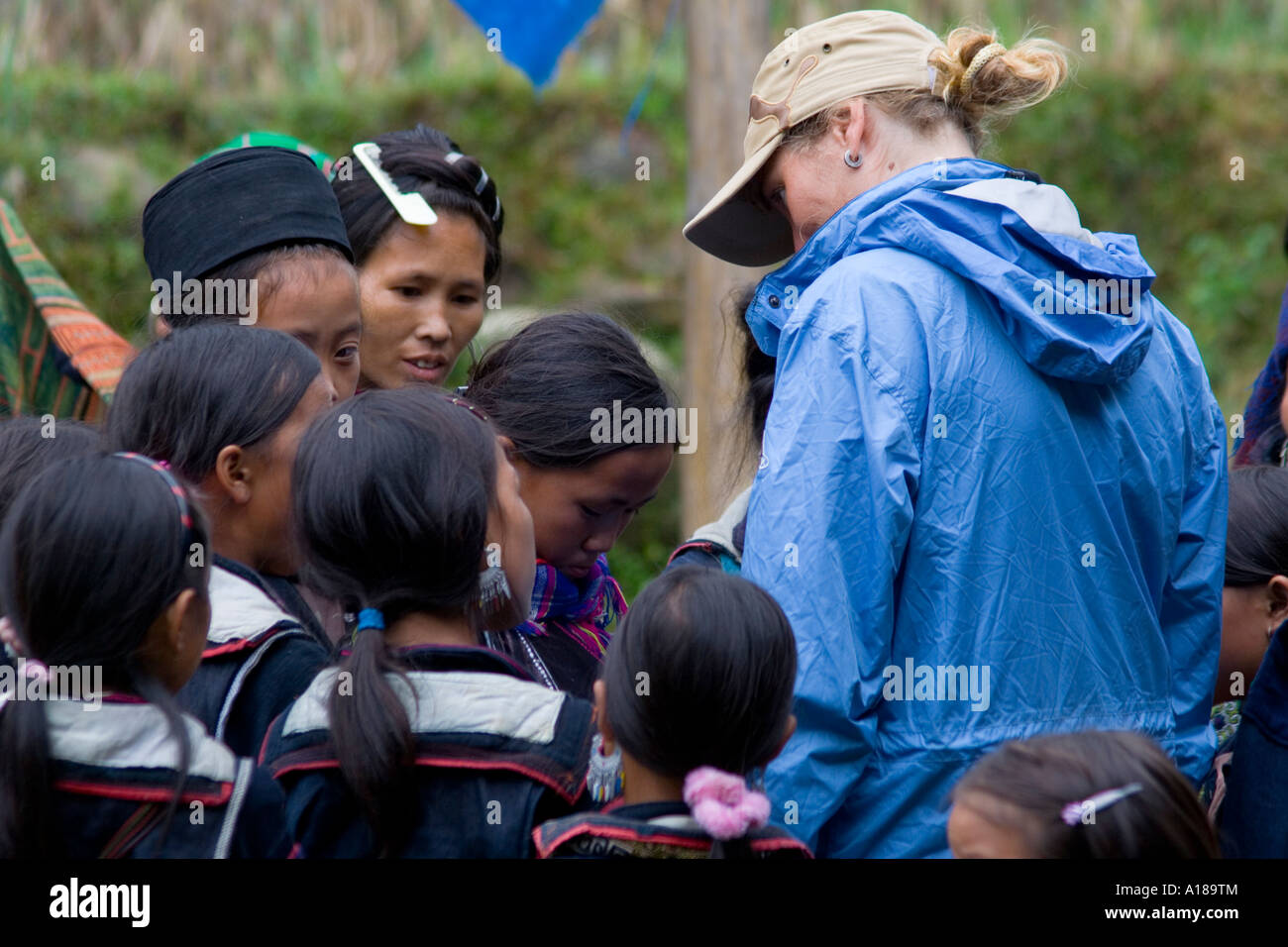 2007 Tourist Woman Conversing with Local Hmong Girls and Women in Traditional Clothing Sapa Vietnam - Stock Image