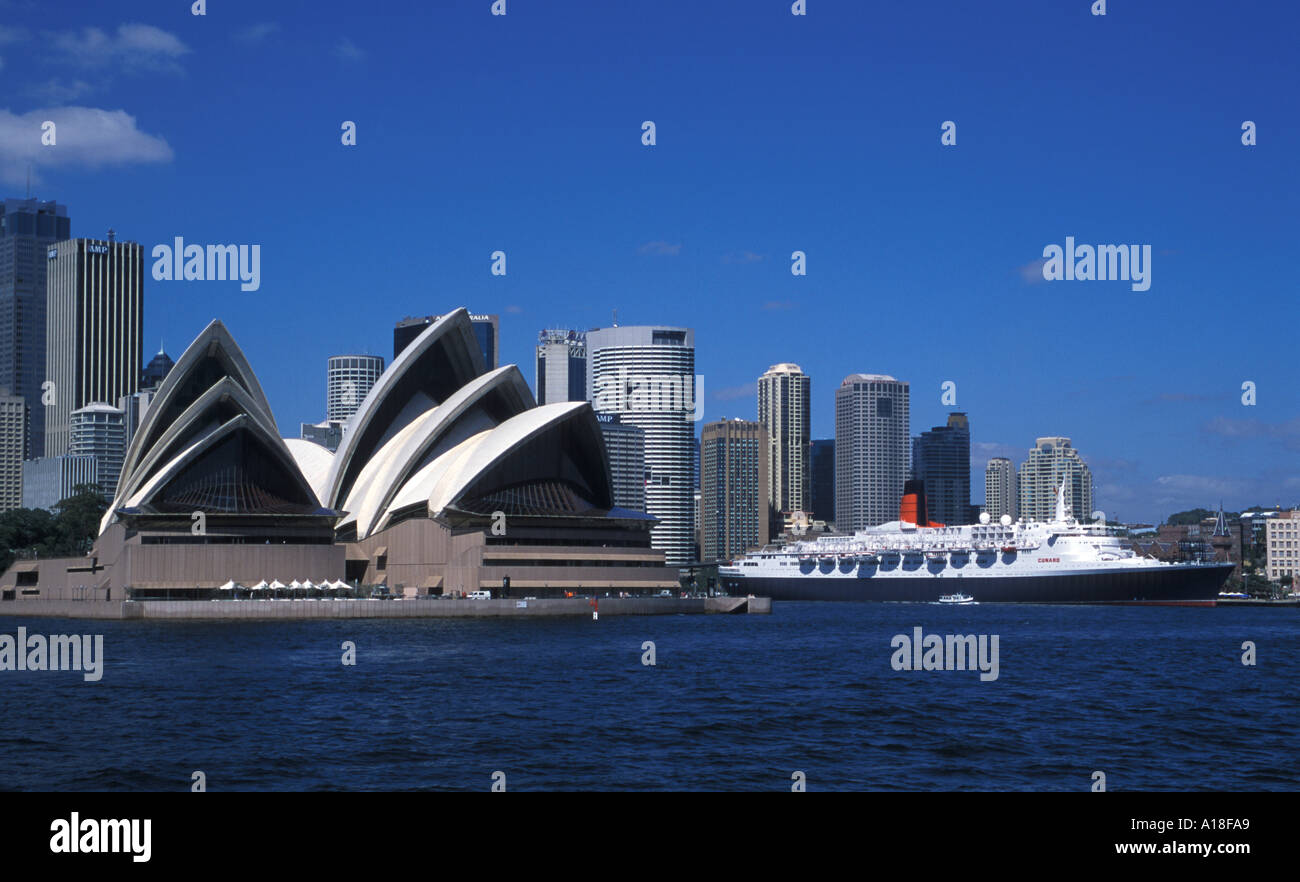 Sydney Opera House and the QE2 - Stock Image