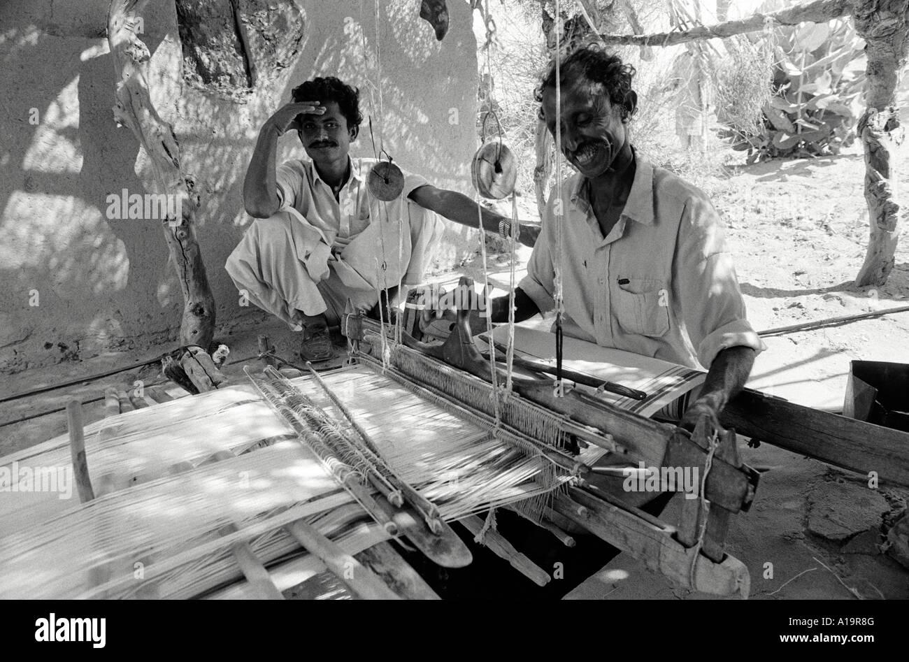 Pit weaving loom. Pakistan - Stock Image