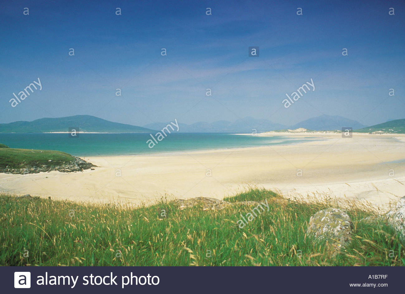 LOOKING OVER THE BROAD EXPANSE OF LUSKENTYRE BEACH GAELIC LOSGAINTIR FROM SEILEBOST THE ISLE OF HARRIS OUTER HEBRIDES - Stock Image