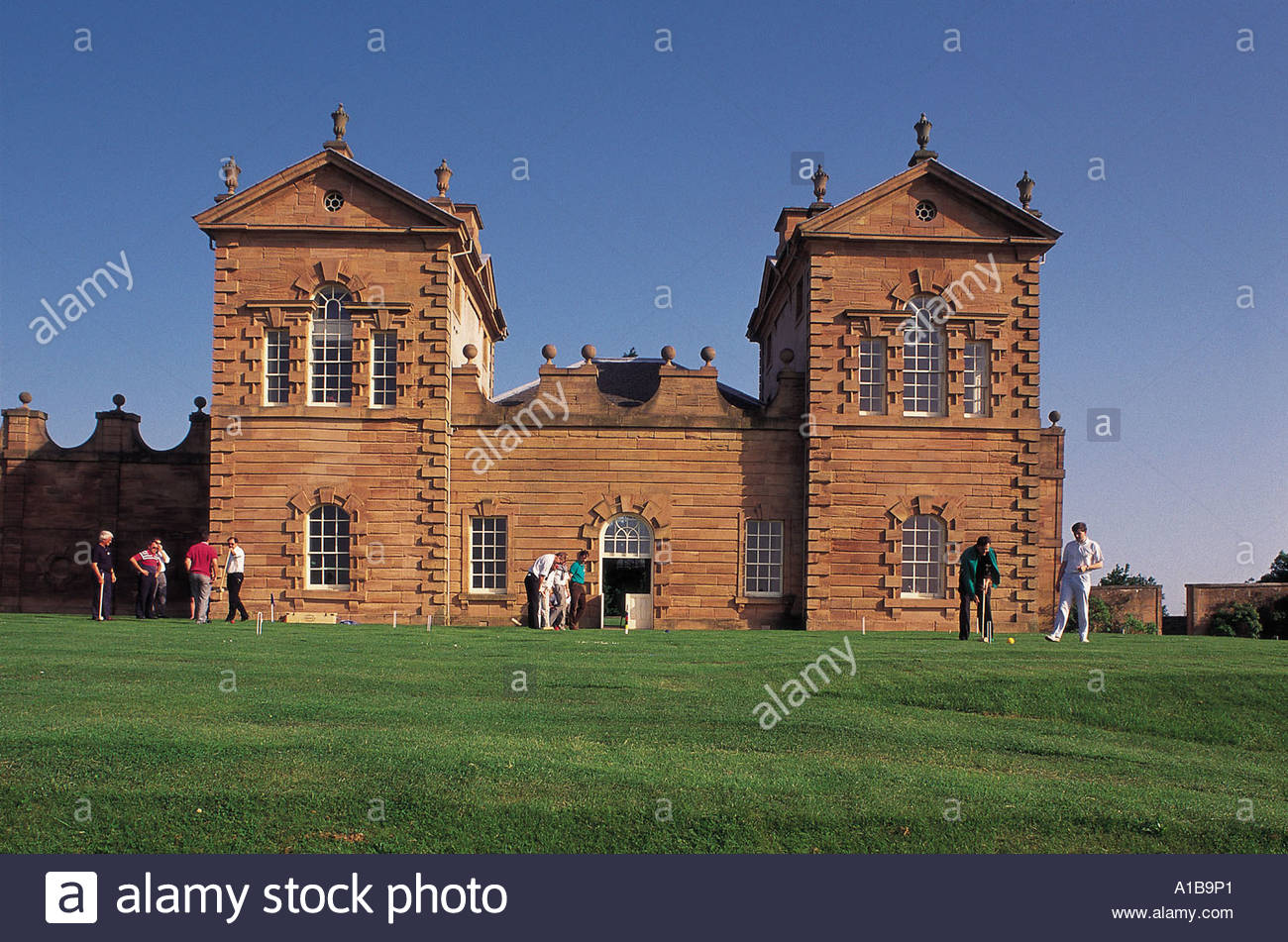PARTICIPANTS IN A CROQUET GAME AT CHATELHERAULT A 500 ACRE COUNTRY PARK NEAR HAMILTON SOUTH LANARKSHIRE - Stock Image