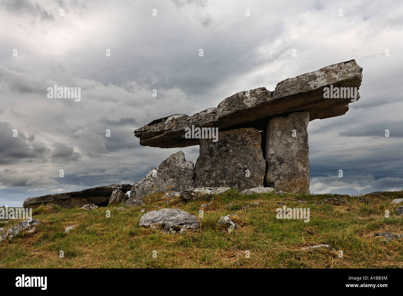 Poulnabrone Dolmen, Burren, Clare, Ireland - Stock Image