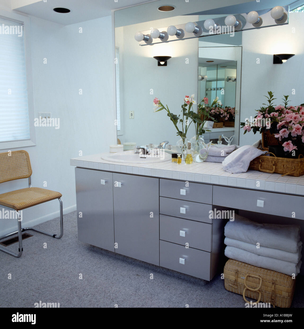 Built-in vanity unit with light-bulbs on mirror - Stock Image