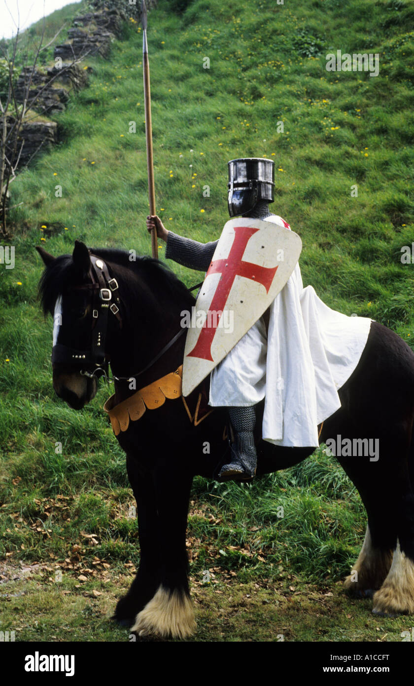 Historical Re-enactment, Crusader Knight, early Medieval period, horseback, red cross, shield, sword, weapons, weaponry, - Stock Image
