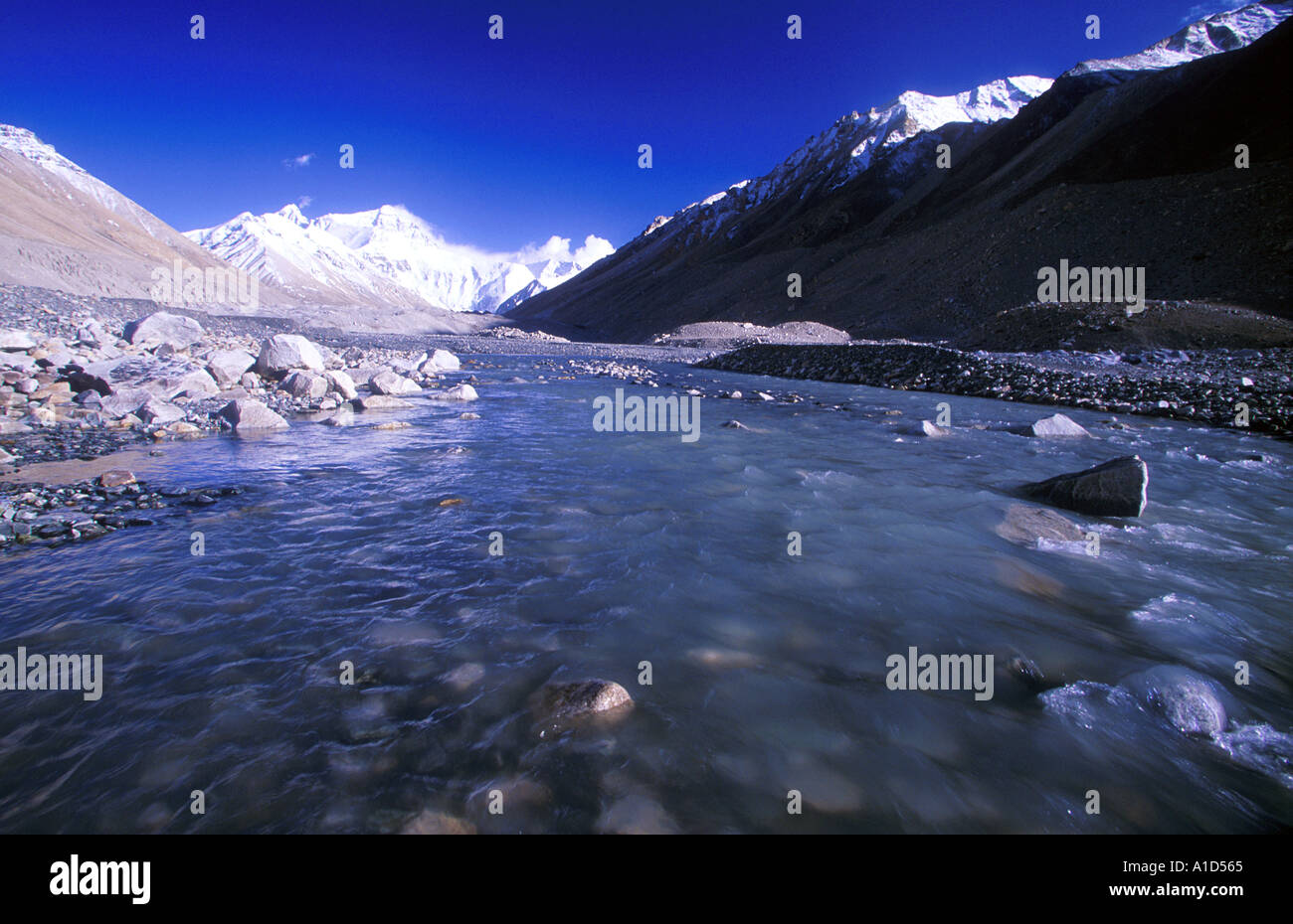 View of the north face of Mount Everest from the Rongbuk Valley in Tibet - Stock Image