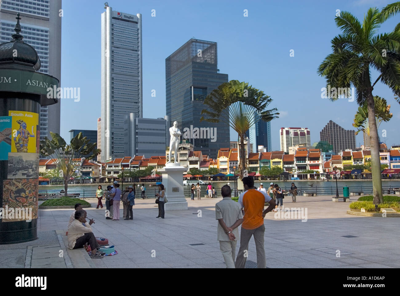 Boat Quay SINGAPORE Statue Sir Stamford Raffles riverside river side Landing Site famous place tourist Stock Photo