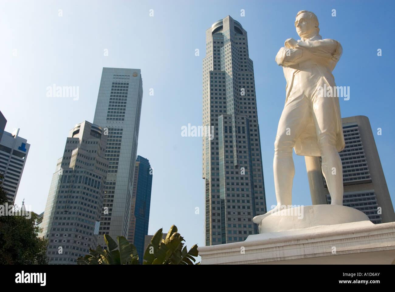 Boat Quay SINGAPORE Statue Sir Stamford Raffles riverside river side Landing Site famous place tourist Stock Photo