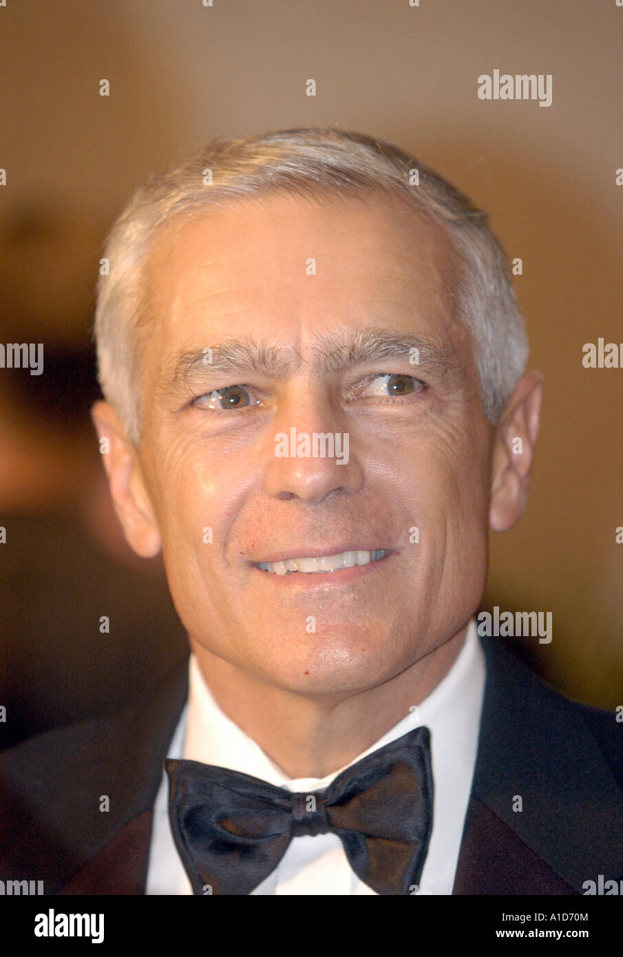 General Wesley Clark speaks with the media before the TV and Radio Correspondents Dinner. - Stock Image