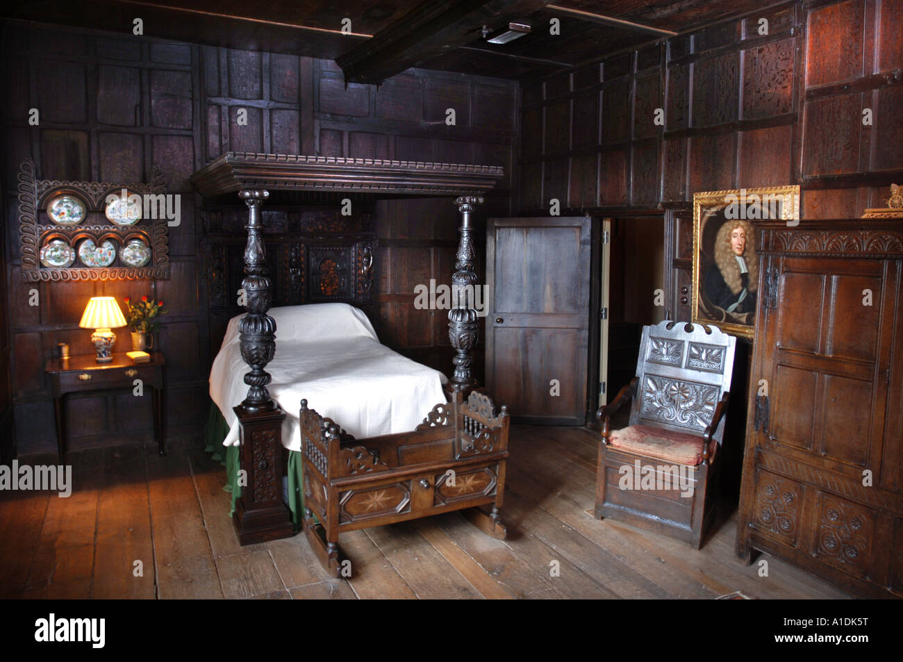 THE ELIZABETHAN BEDCHAMBER IN THE GATEHOUSE OF KENILWORTH CASTLE UK WHICH WAS RESTORED WITH THE HELP OF OLD PHOTOGRAPHS - Stock Image