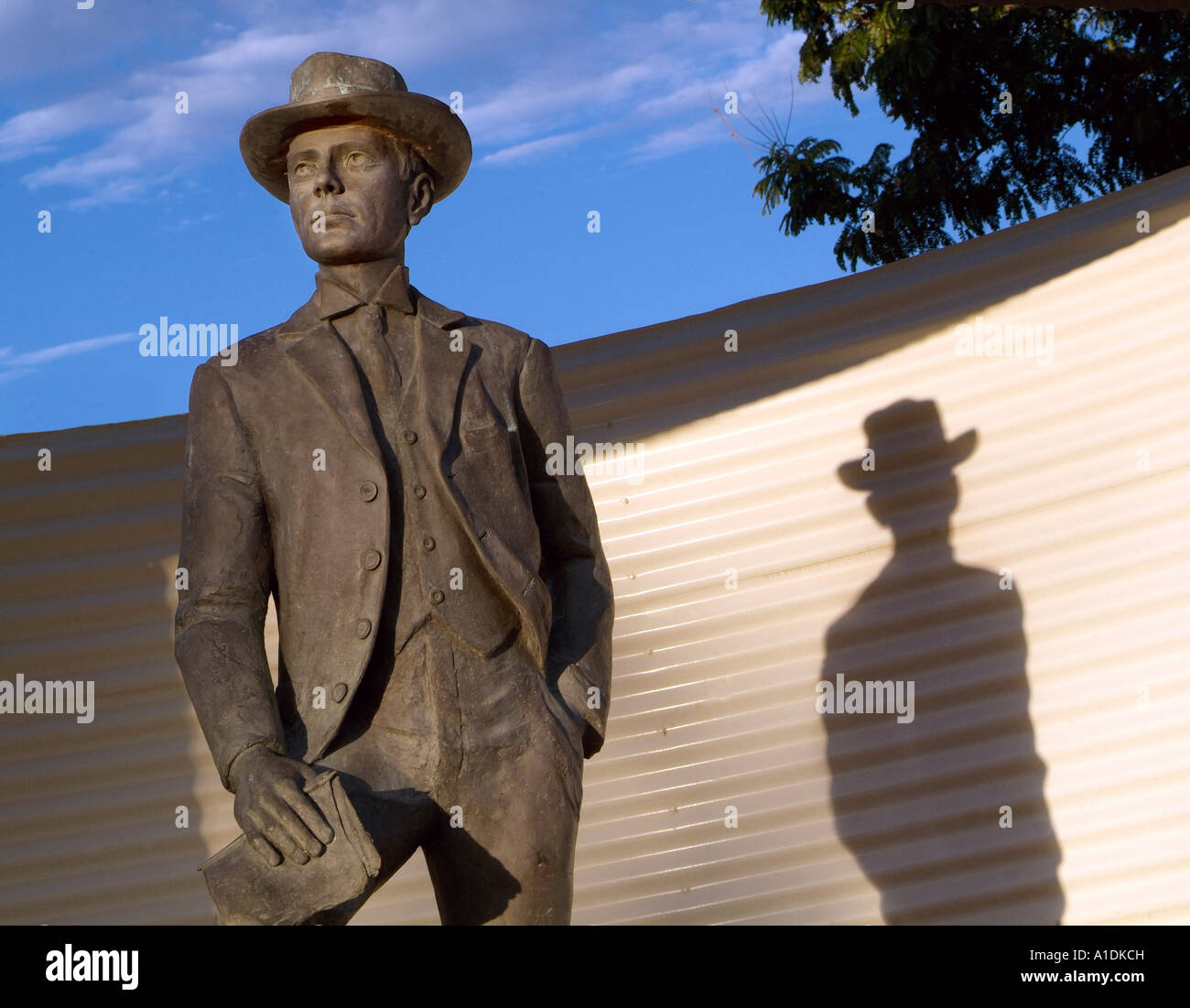 Statue of Australian poet Banjo Patterson, at Winton, Queensland. He wrote Waltzing Matilda,  photo by Bruce Miller - Stock Image