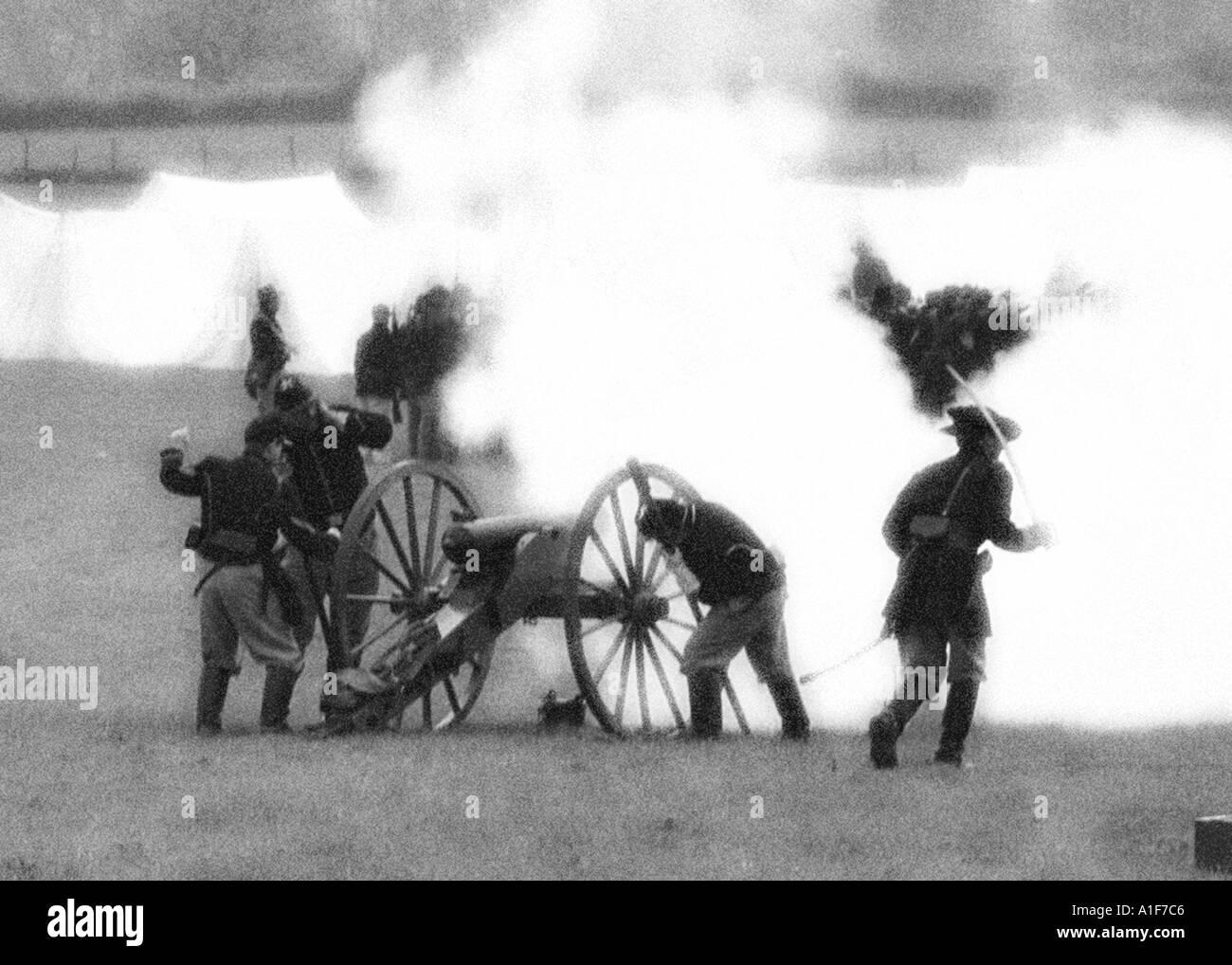 American Civil War cannon firing - Stock Image