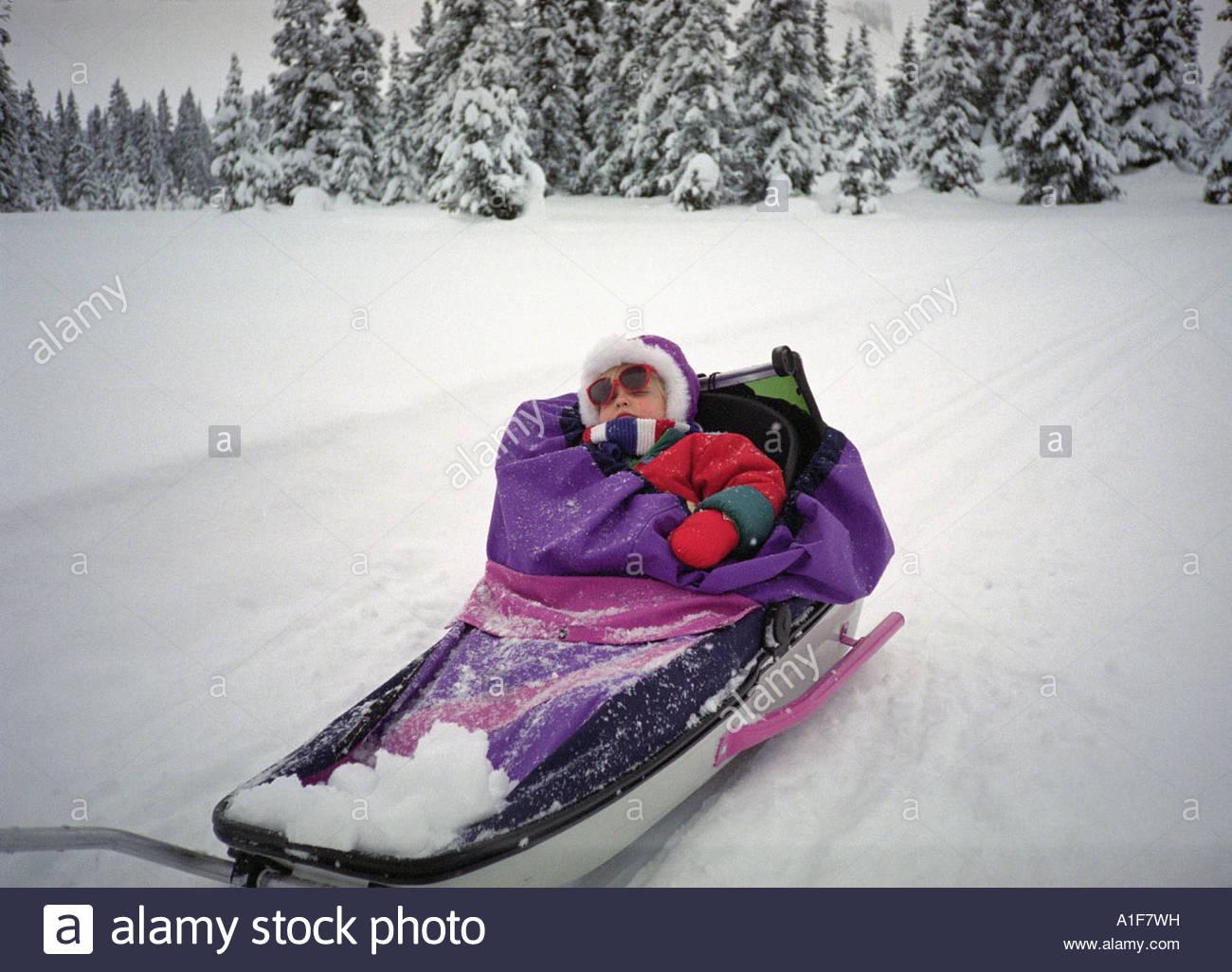 Bra A child muffled up in a sled Sovande barn i pulka Stock Photo AF-12