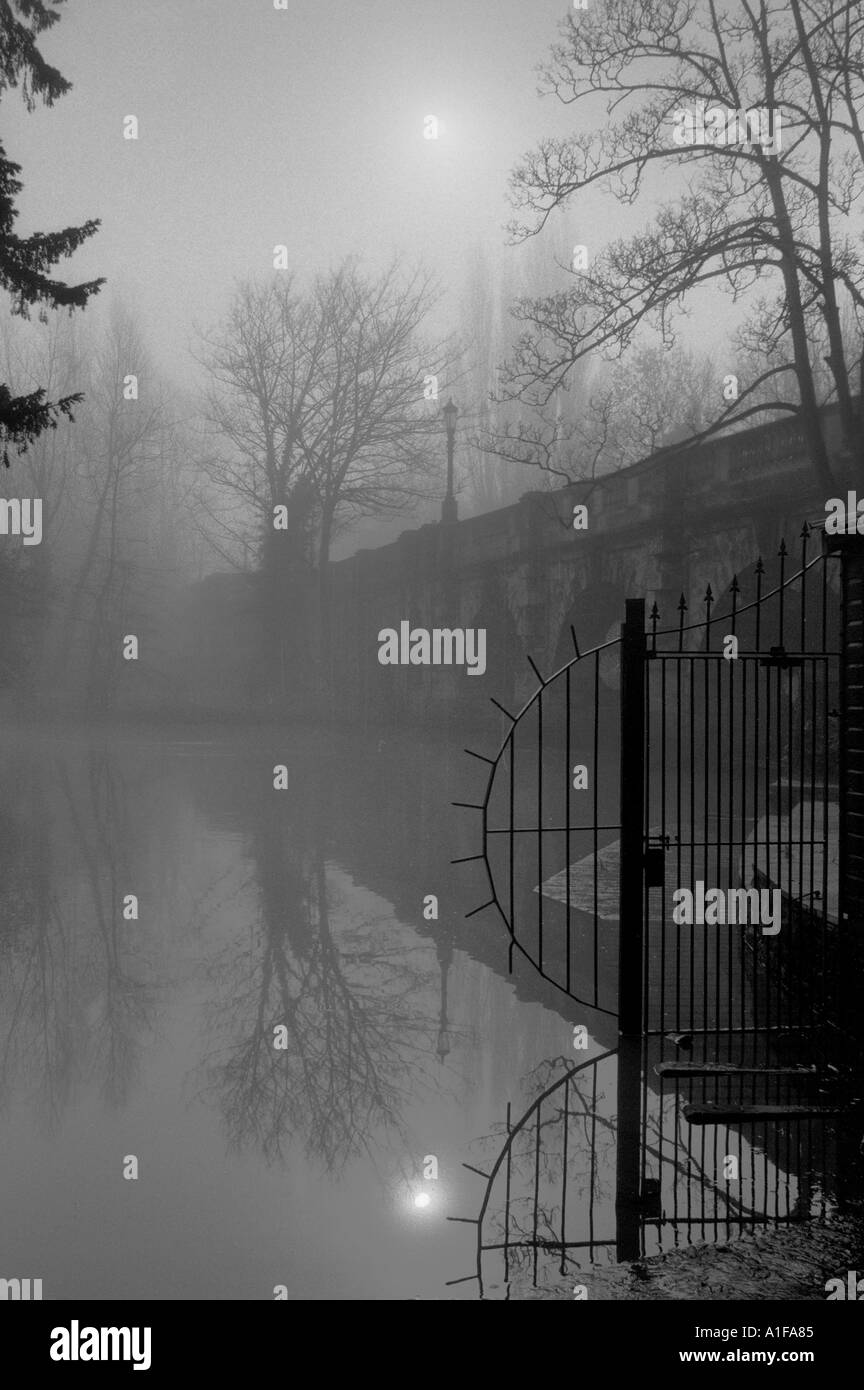 Misty spring sunrise over Magdalen Bridge Oxford - Stock Image