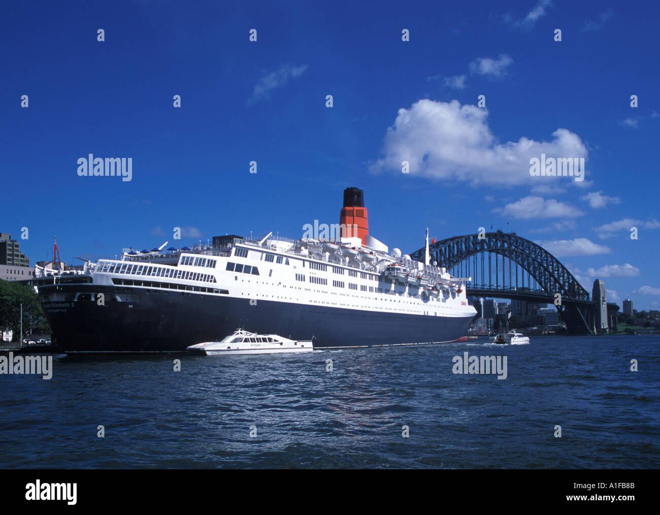 QE2 and Sydney Harbor Bridge in Australia - Stock Image