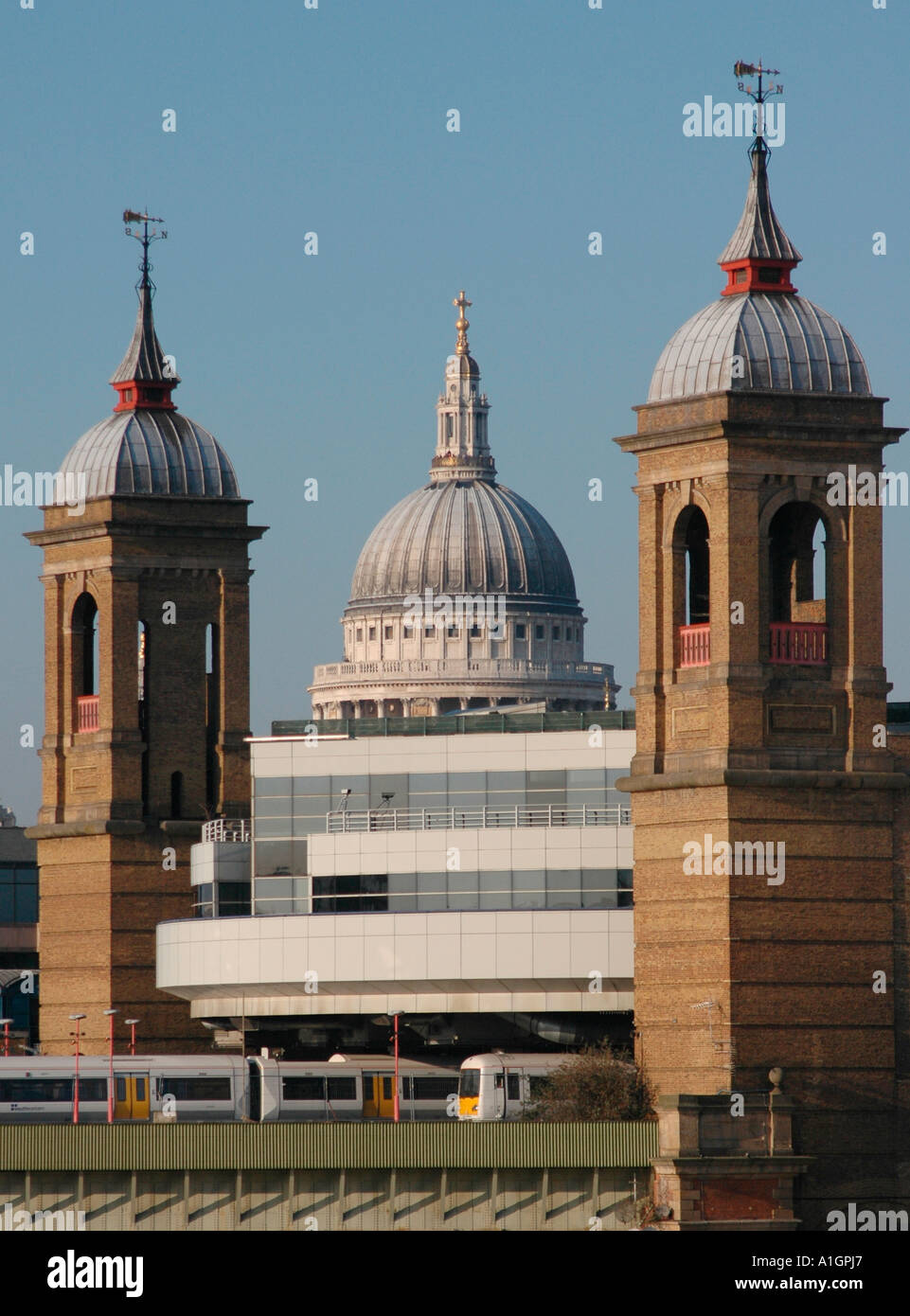 The dome of St Paul's Cathedral framed by the twin brick towers of Cannon Street Station - Stock Image