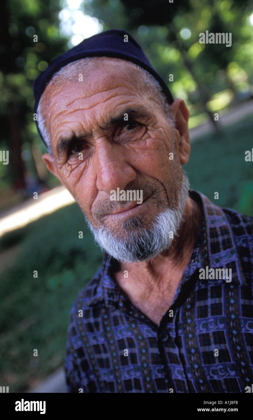 Uzbek Hat Stock Photos   Uzbek Hat Stock Images - Page 2 - Alamy d3fb7b10e4d2