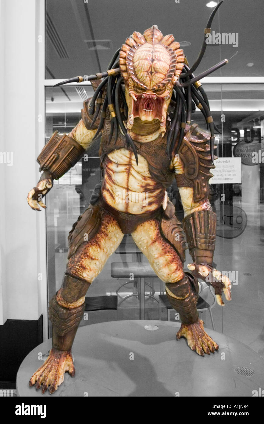 Life-size predator statue Stock Photo: 5871155 - Alamy