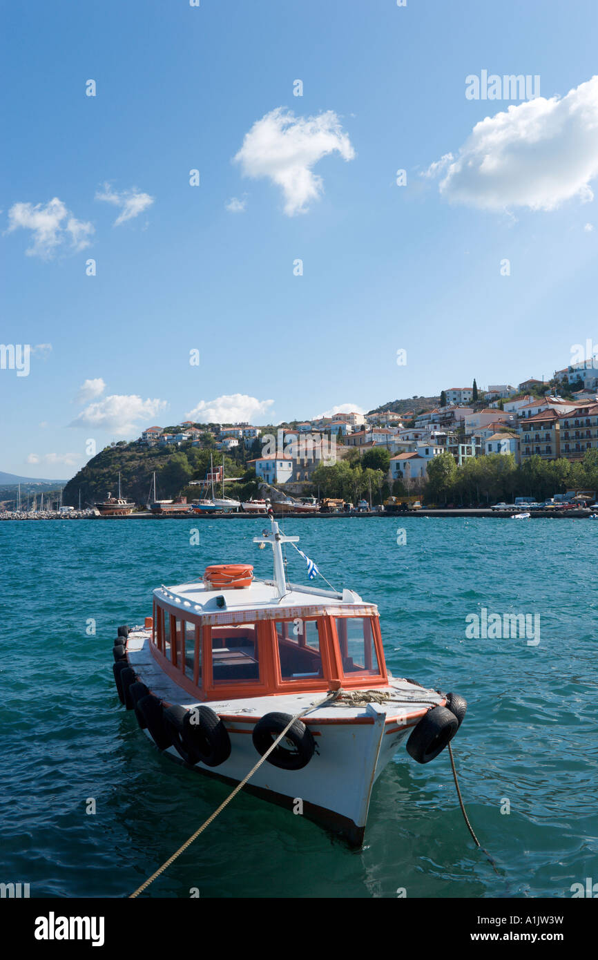 Boat in the harbour at Pylos, near Yialova, Messinia, Peloponnese, Greece - Stock Image