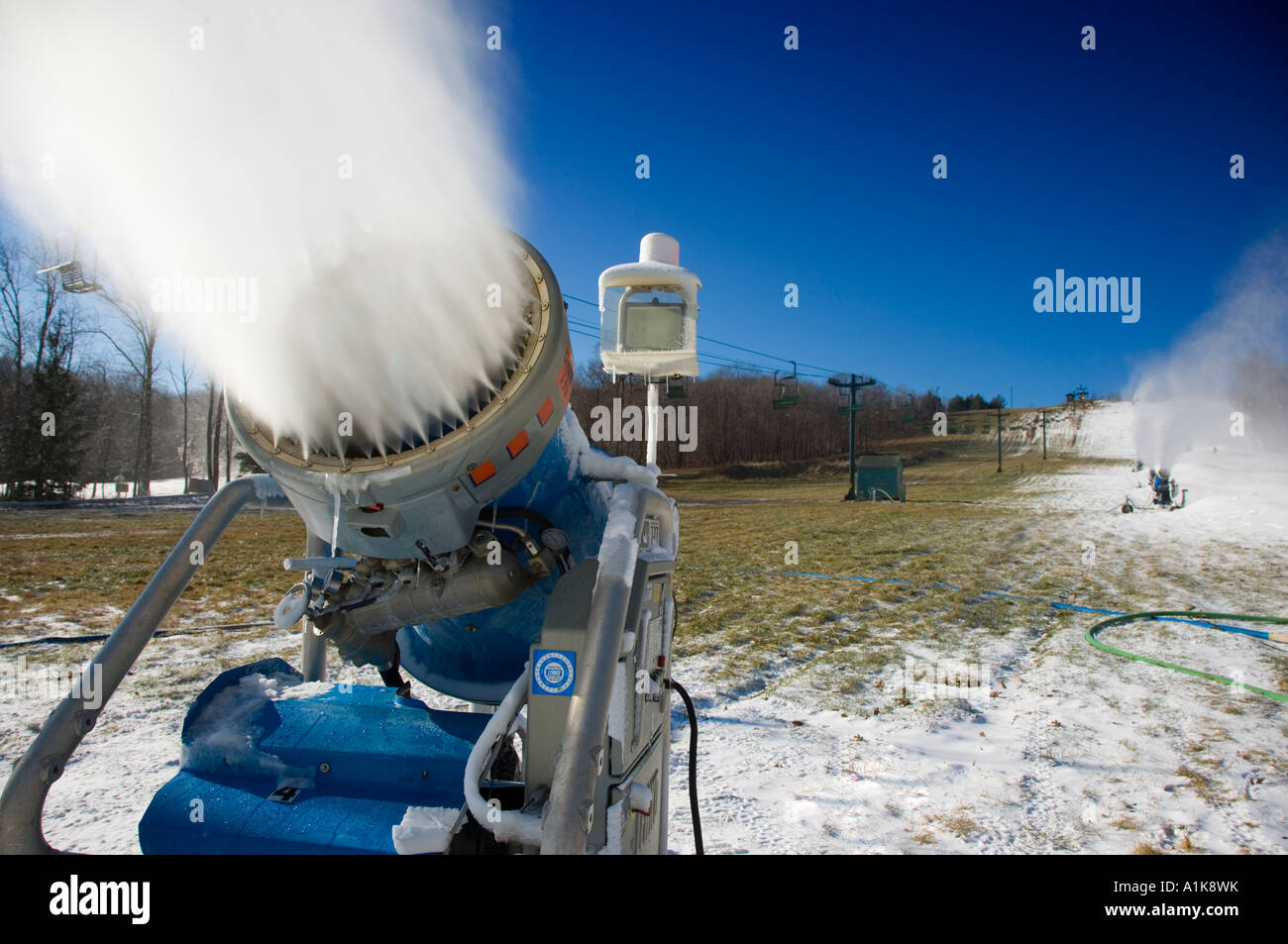 snow blowers making snow at a ski resort stock photo: 10279662 - alamy