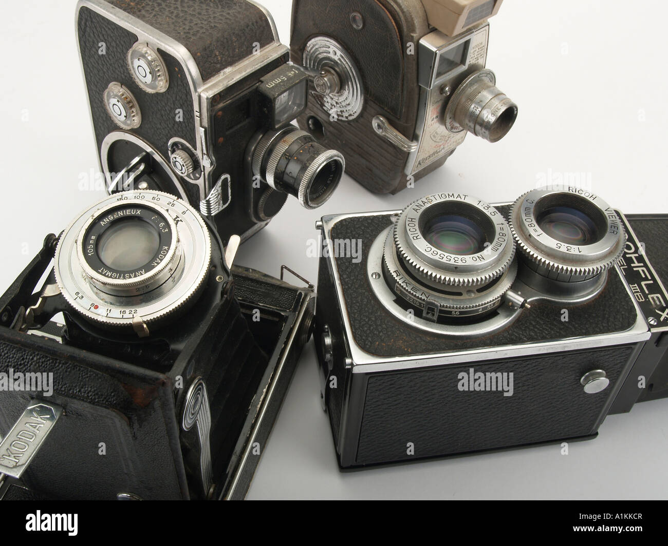 Roll Film Device Stock Photos Images Alamy Ricoh Strap St 3 W An Assortment Of Old Style Cameras Image