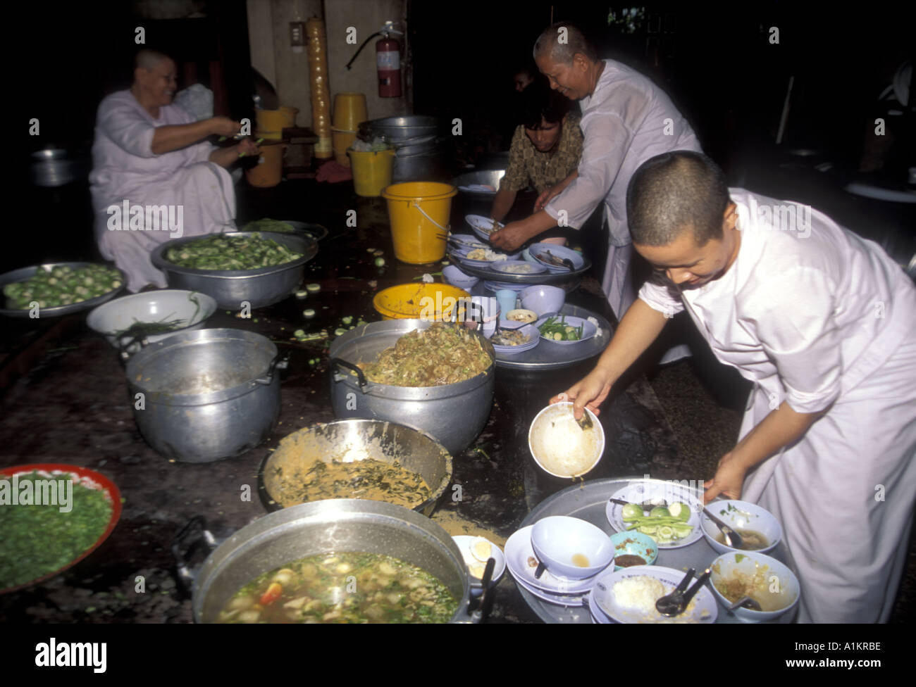 BUDDHISM nuns working in a monastery kitchen Thailand - Stock Image
