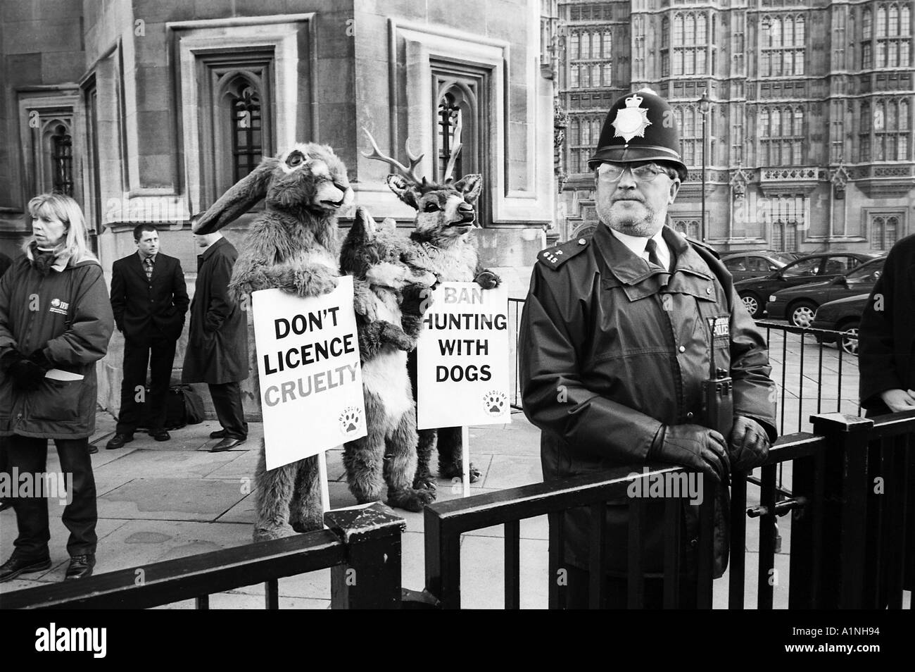 Dod Miller Network Photographers Image Ref DMA 10139658 psd Anti hunt protesters outside Houses of Parliament on the eve of thev - Stock Image