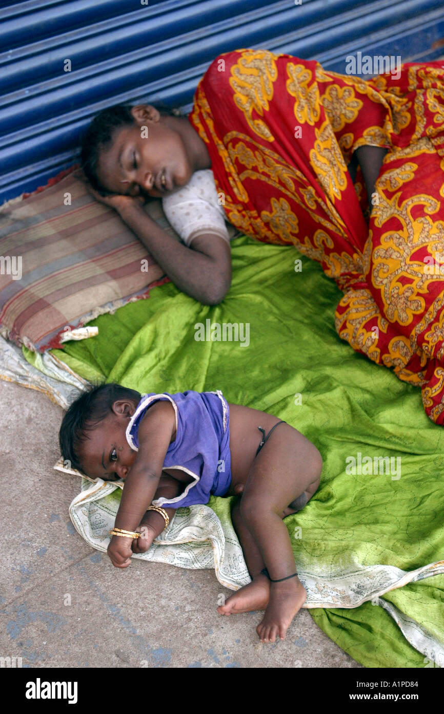 Afholte Woman Child Sleep In Street Stock Photos & Woman Child Sleep In AT-54