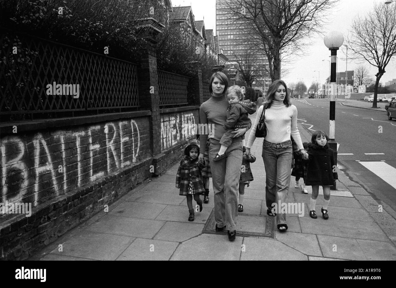 1970s mothers and children London 70s Uk HOMER SYKES - Stock Image