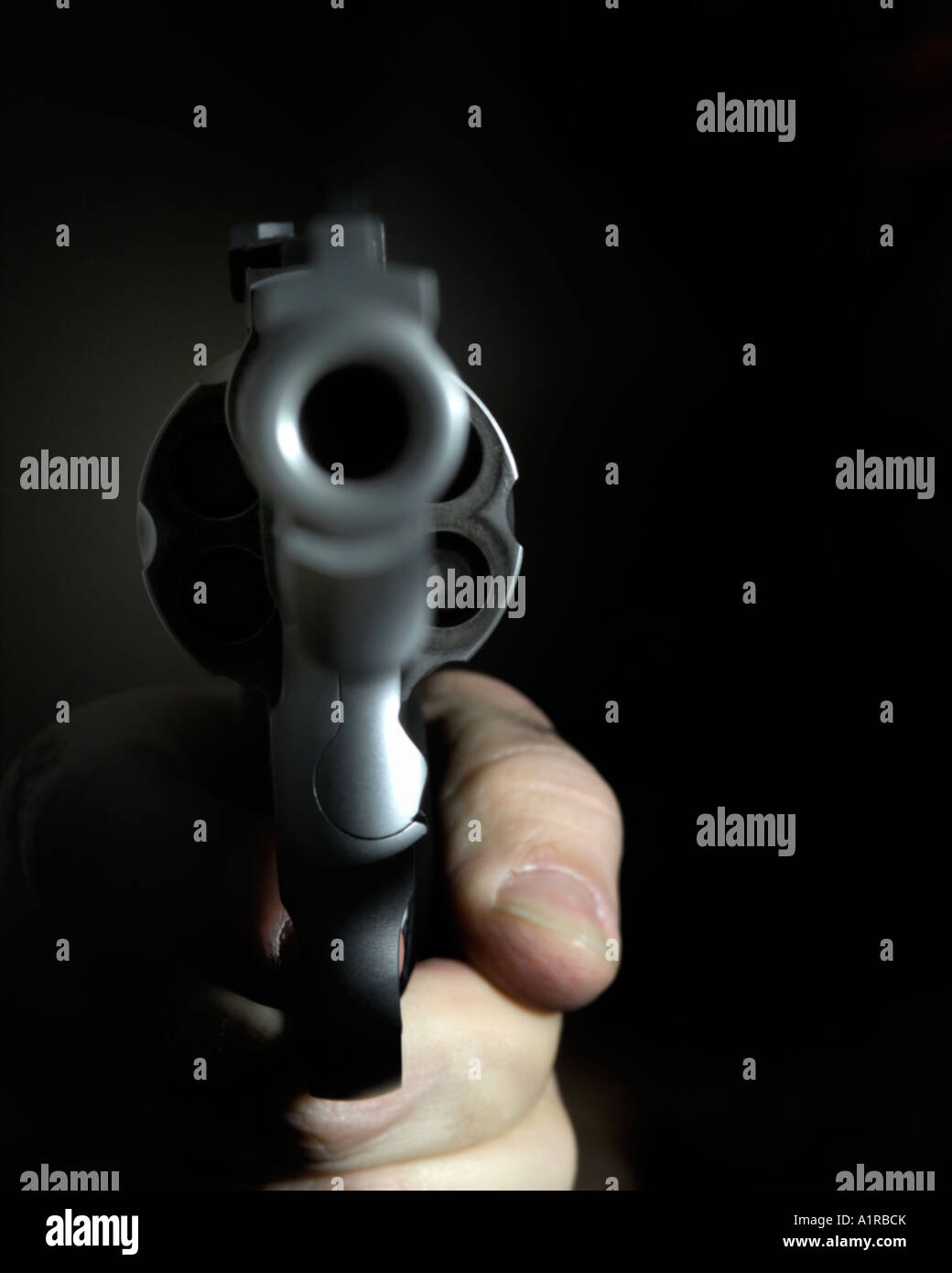 looking down the barrel of a pistol Stock Photo: 10318146 - Alamy
