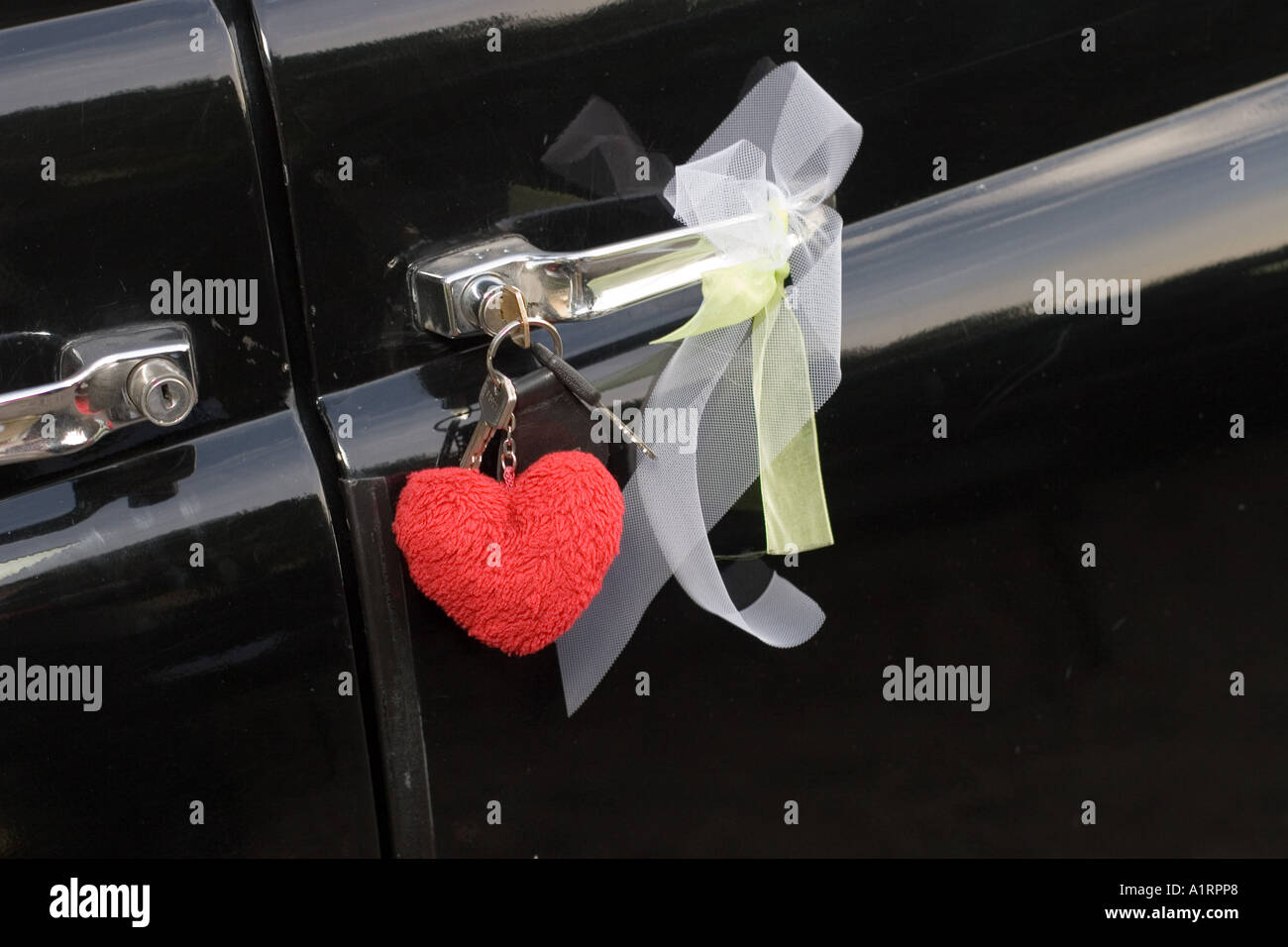 car key with wedding decoration and heart vintage car british taxi cab - Stock Image