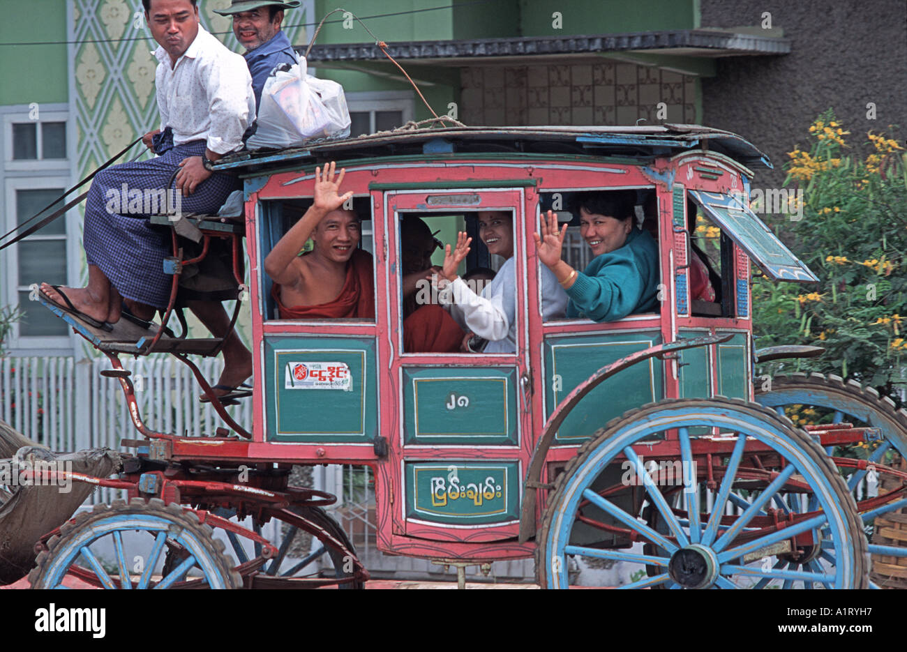 Local horsedrawn transport at Pyin U Lwin Central Burma a colonial relic from the Victorian era - Stock Image