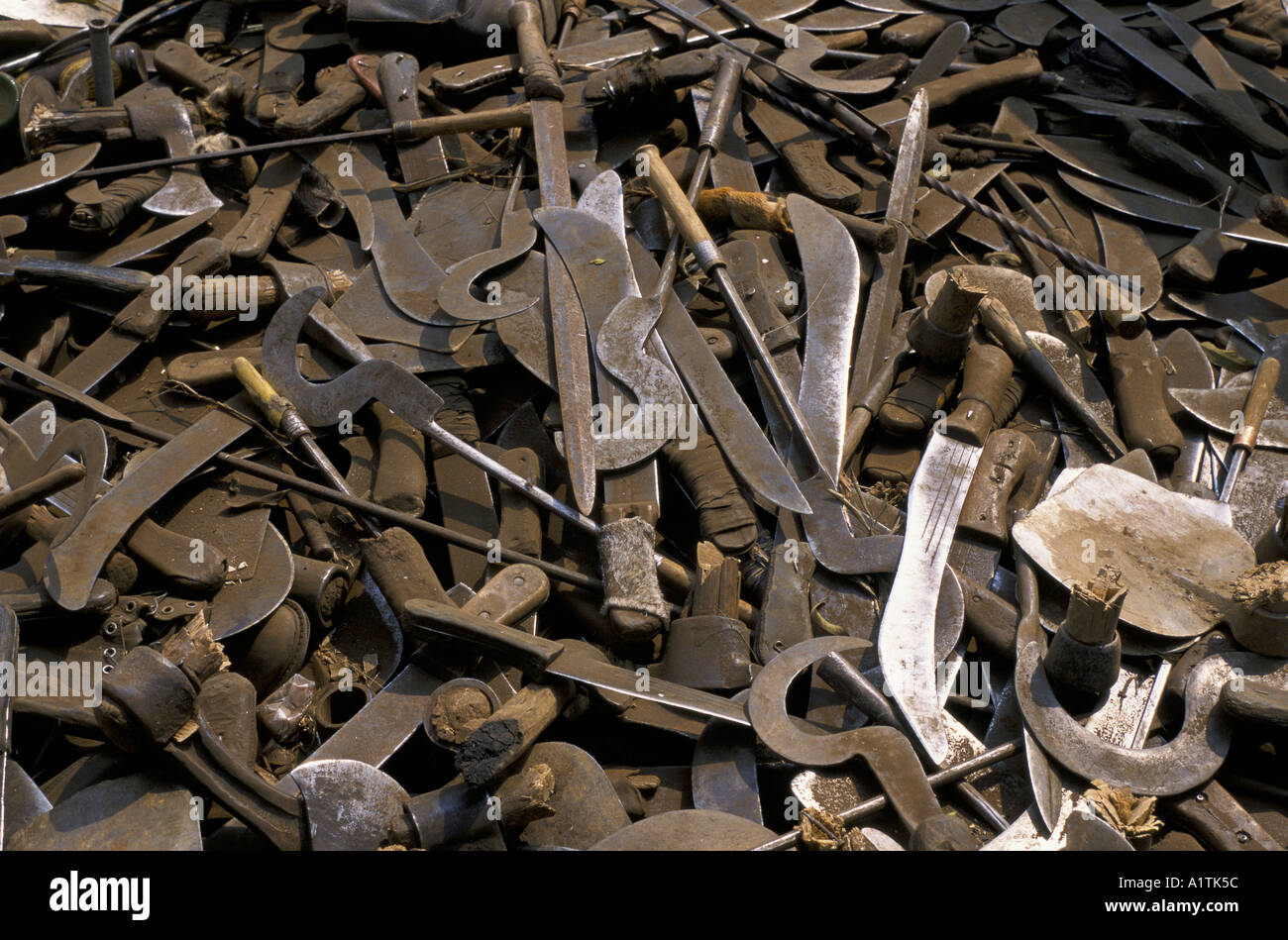 GOMA ZAIRE MACHETES used in the genocide COLLECTED AT THE ZAIRE RWANDA BORDER JULY 1994 - Stock Image