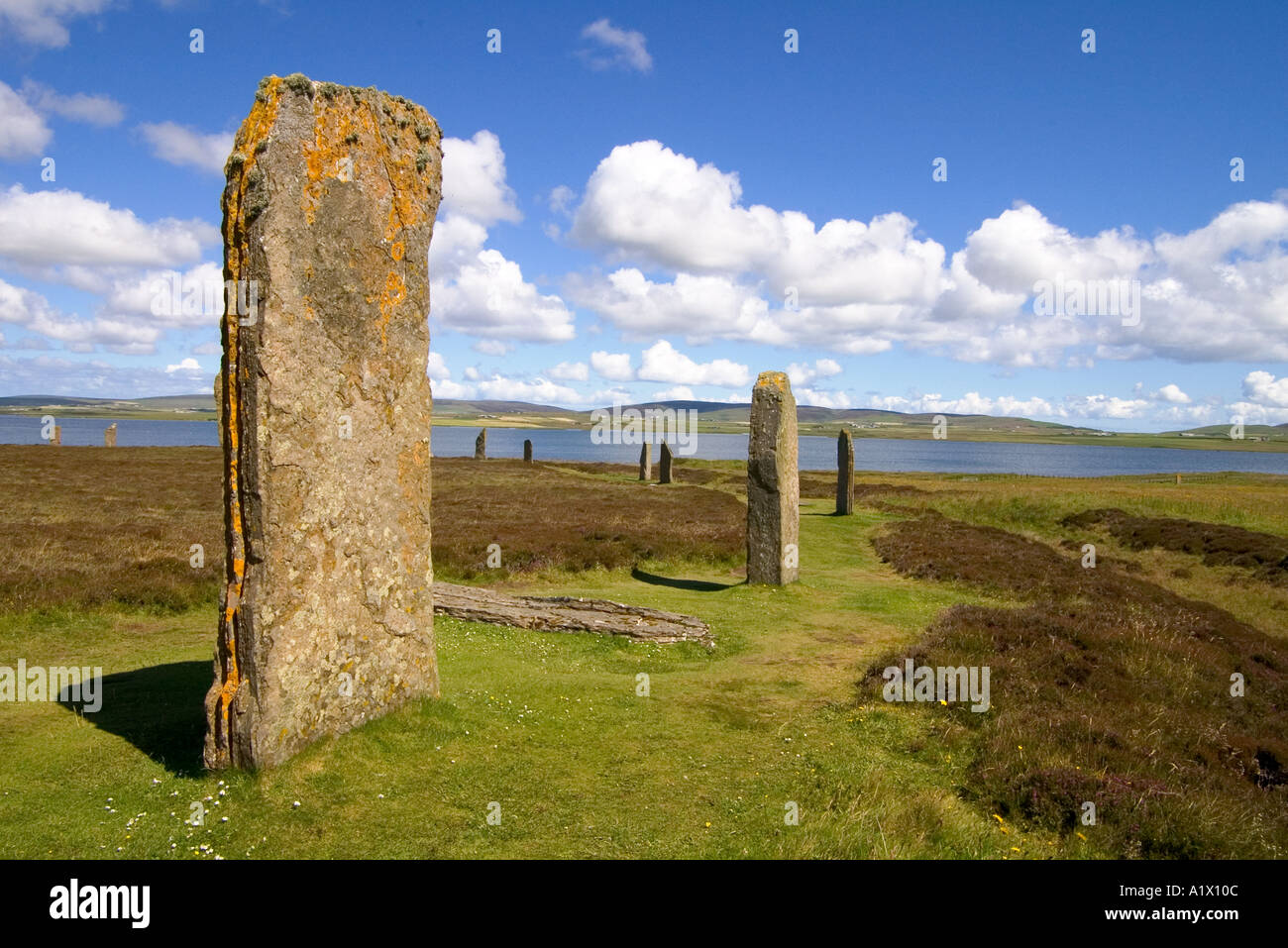 dh  RING OF BRODGAR ORKNEY Neolithic standing stones circle Loch of Harray Stock Photo