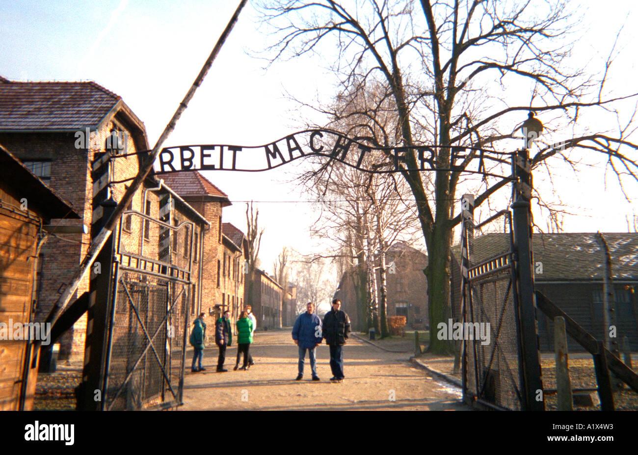 Entry gate Arbeit Macht Frei Auschwitz concentration camp. Auschwitz ...