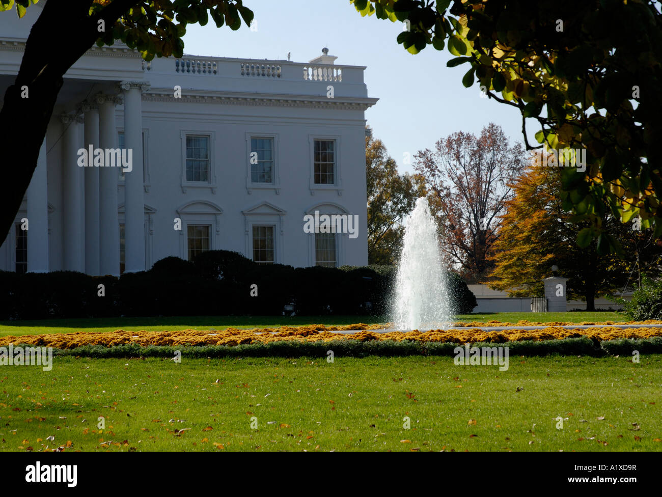 The White House north lawn with fountain. united states presidential executive home - Stock Image