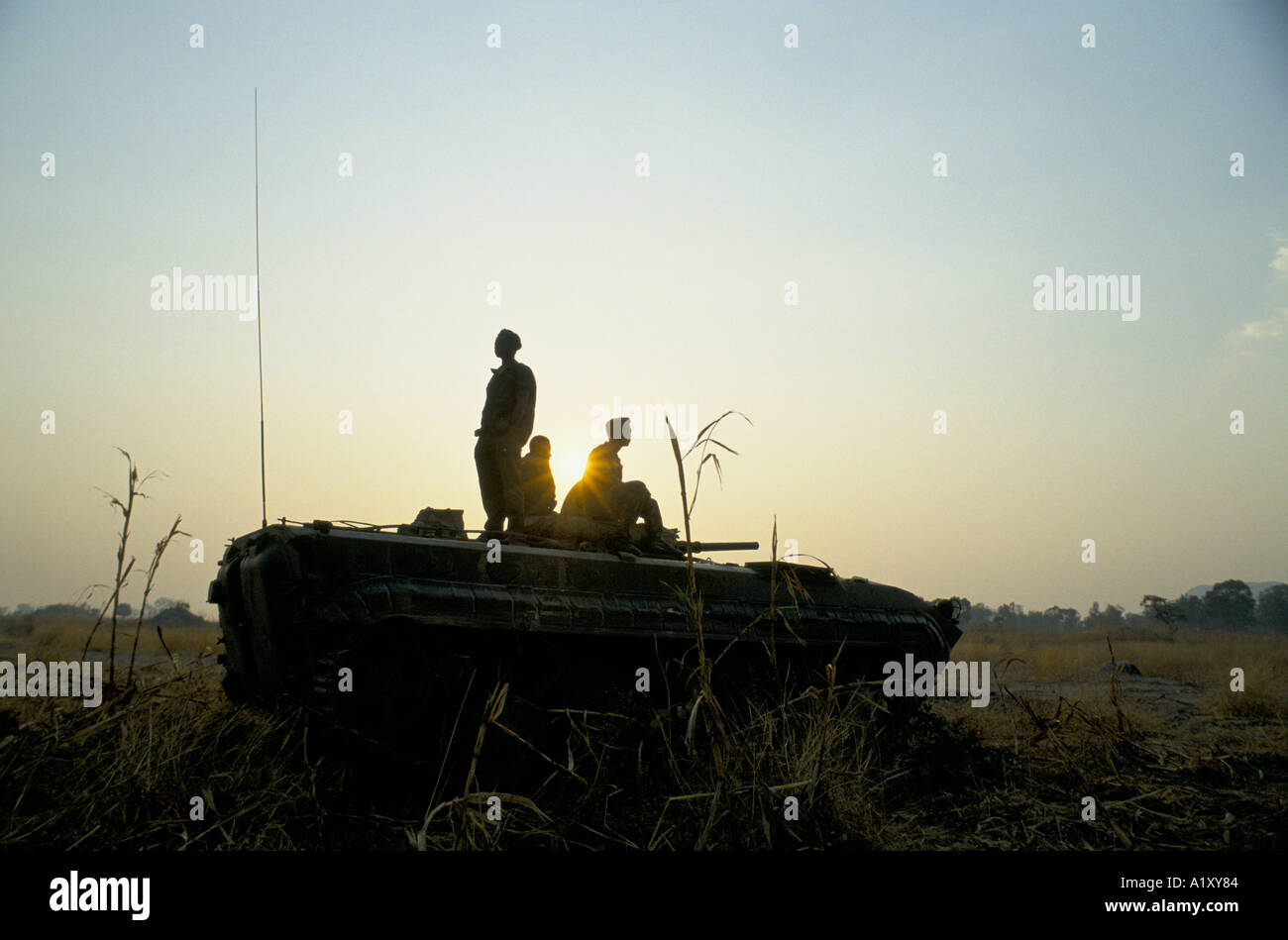 ANGOLA CIVIL WAR AUG 1993 SILHOUETTES OF MEN ON A TANK - Stock Image