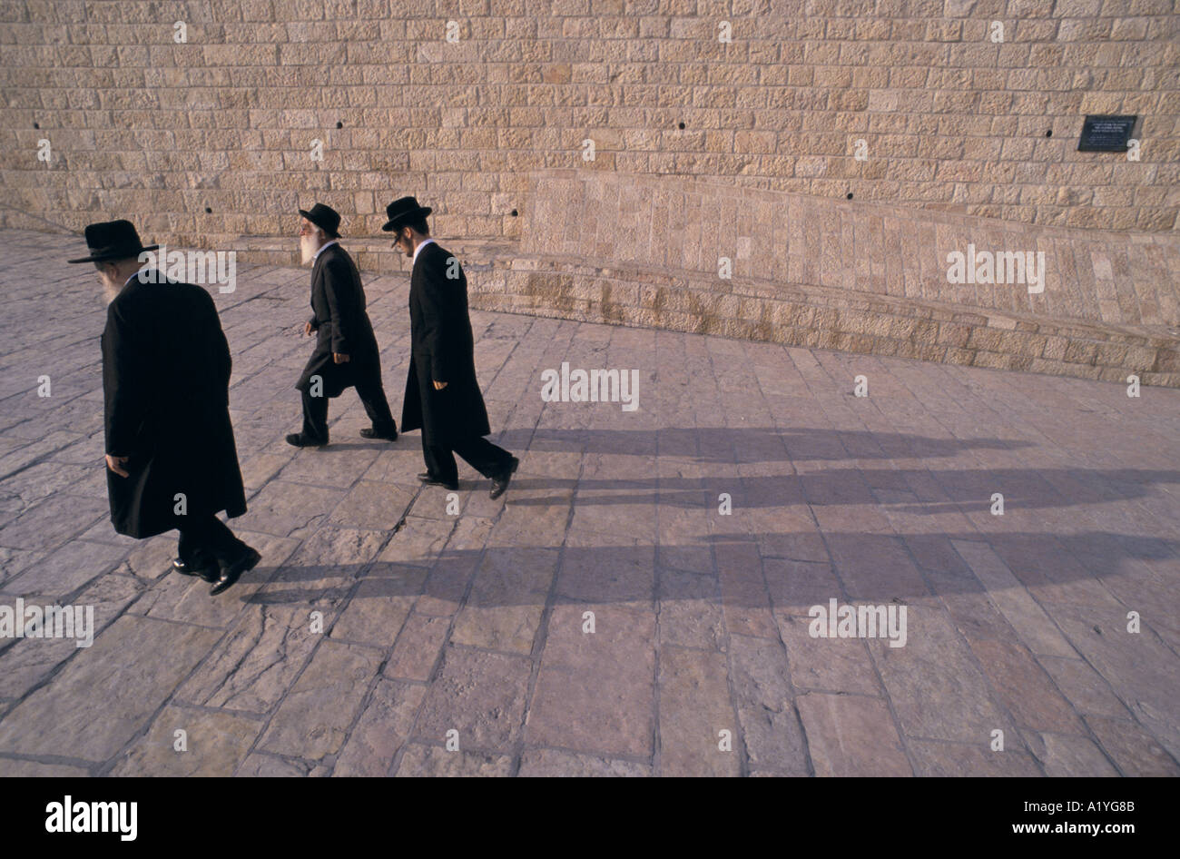 3 JEWISH MEN WALK BY THE WAILING WALL DURING INTIFADA JERUSALEM 1992 - Stock Image