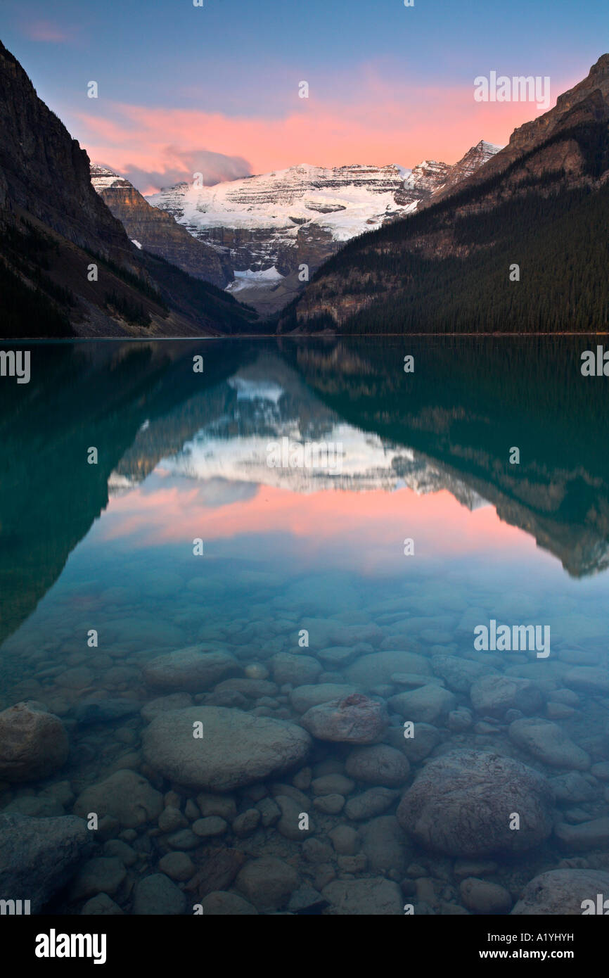 Pastel dawn at Lake Louise, Banff National Park - Stock Image
