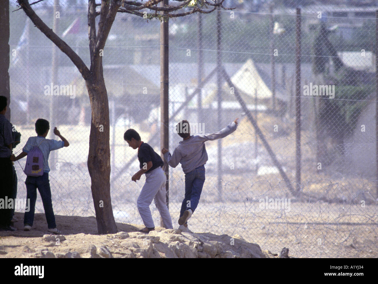 PALESTINIAN BOYS THOWING ROCKS INTIFADA ON THE GAZA STRIP 1992 1992 - Stock Image