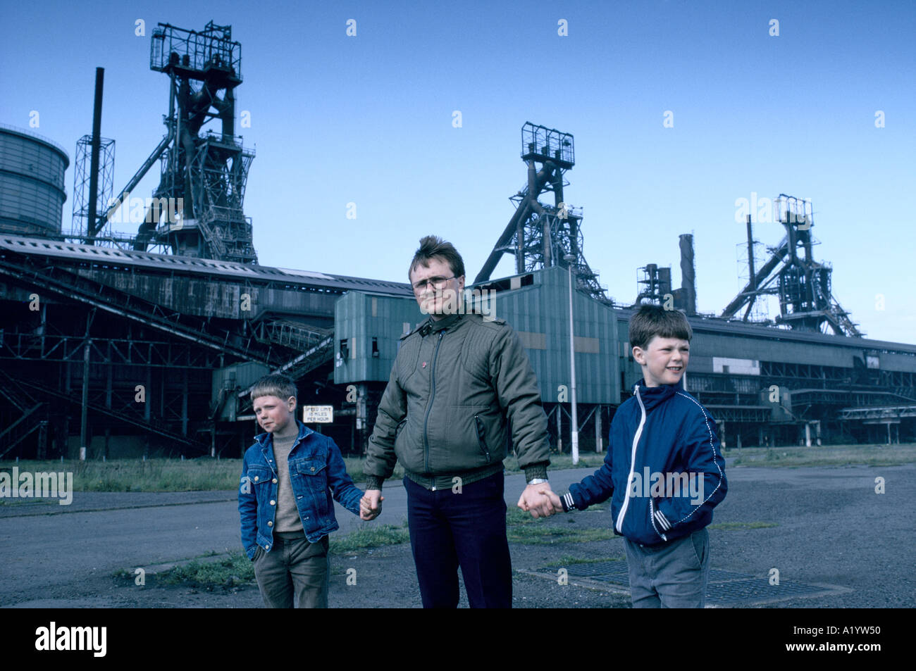 UNEMPLOYED STEELWORKER SONS TEESIDE - Stock Image