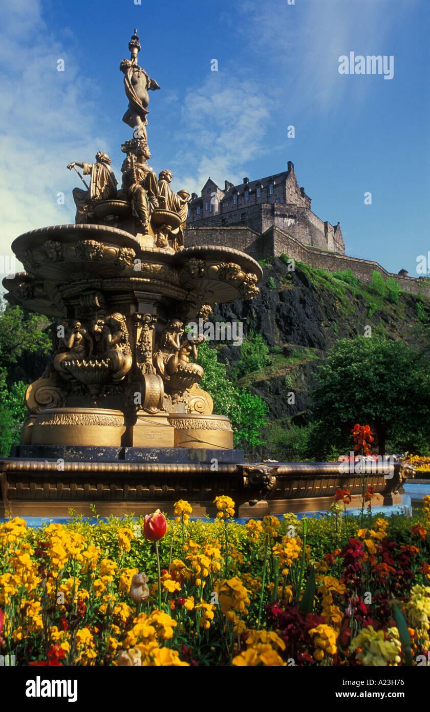 The Ross fountain in Princes street gardens below Edinburgh castle Edinburgh Lothian UK GB EU Europe - Stock Image