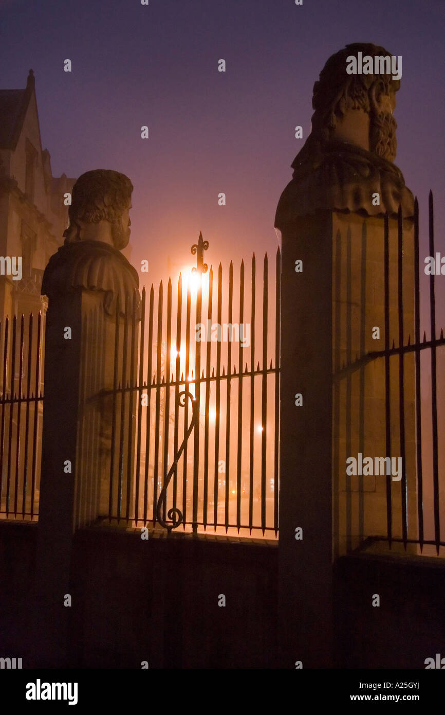 Busts of philosophers 2 outside the Sheldonian Oxford- misty winter morning - Stock Image